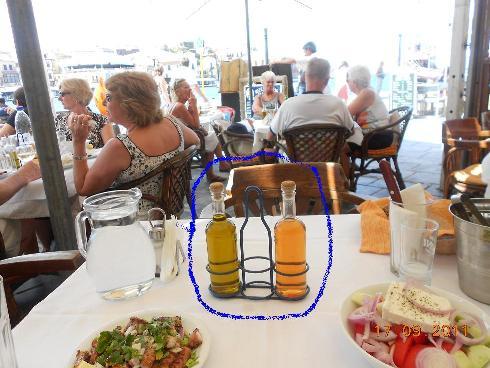 Τα επαναπληρουμενα φιαλιδια στα εστιατορια προτεινεται να αντικατρασταθουν με επωνυμα